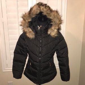 Jackets & Blazers - Black puffy jacket with faux fur trim 🥶
